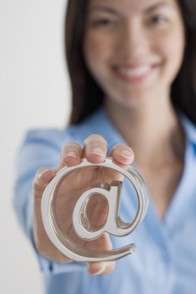 Build relationships with customers using Globalink EMail Marketing Services